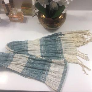 Kenneth Cole Blue &  white scarf